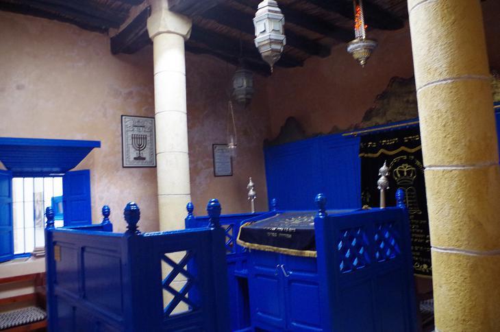 Interior of Rabbi Haim Pinto Synagogue in Essaouira (photo: Claudia Mende)