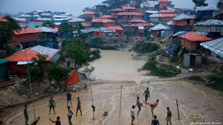 Monsoon rains hit the refugee camps as Rohingya play Sepak Takraw on 28 August 2018 in Balukhali refugee camp, Cox's Bazar, Bangladesh (photo: Getty Images/P. Bronstein)