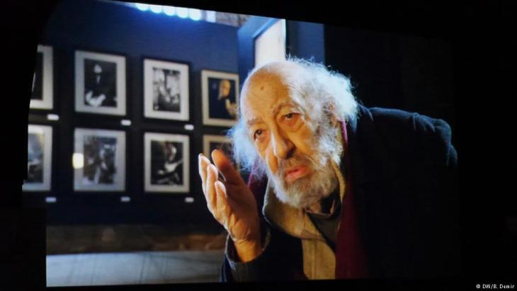 "Ara Guler at the premiere of Osman Okkanʹs documentary ""Ara Guler. A Legend of Istanbul"" in Essen, 2016 (photo: DW)"