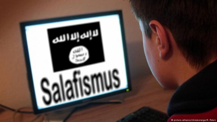 Many young people first encounter radical Salafism online (photo: picture-alliance/chrom orange/ R. Peters)