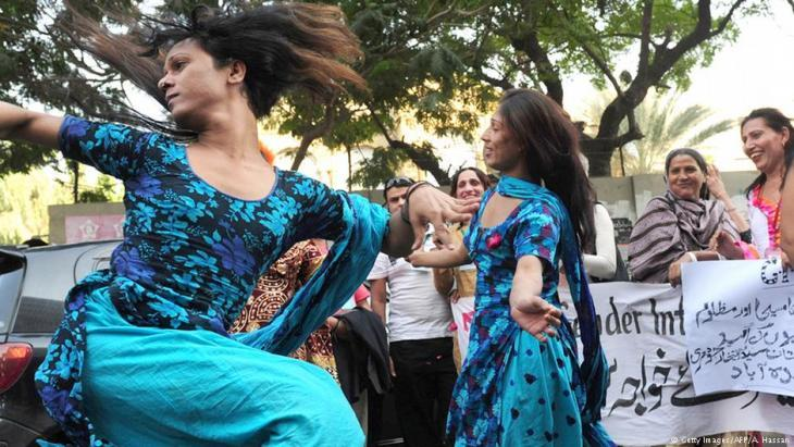 Transsexual demonstration in Karachi in December 2010 (photo: Getty Images/AFP/A. Hasan)