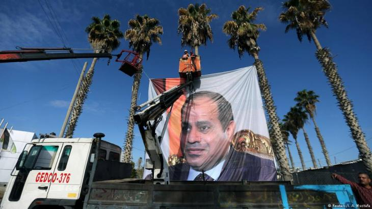 Banner bearing a photo of former Egyptian field marshall and current president Abdul Fattah al-Sisi is erected in downtown Cairo (photo: Reuters)