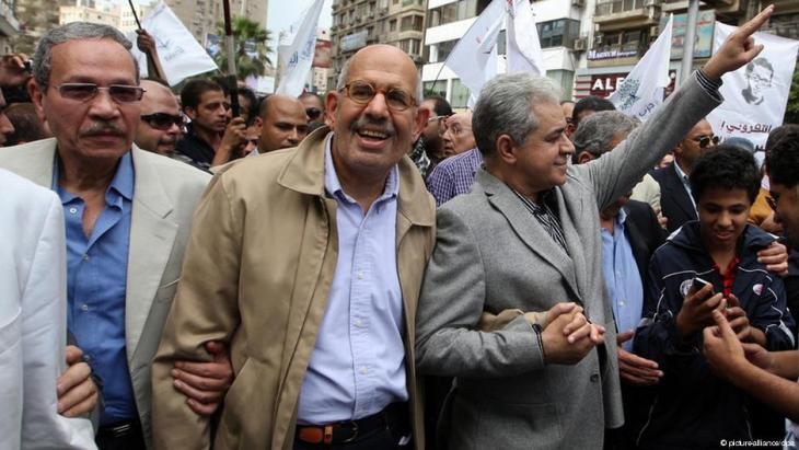 Hamdeen Sabahi and Mohammed ElBaradei during an anti-Mubarak demontration in Cairo (photo: picture-alliance/dpa)