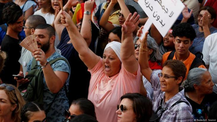Demonstration for inheritance law equality in Tunis (photo: Reuters/Z. Souissi)