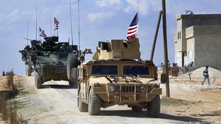 U.S. troops patrol Manbij in the north of Syria (photo: picture-alliance/AP)