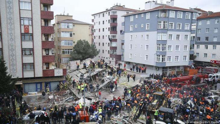 Collapsed apartment block in Istanbul on 7 February 2019 (photo: picture-alliance/dpa)