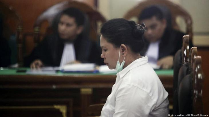 Ethnic Chinese woman Meiliana sits on the defendant's chair during her sentencing hearing at a district court in Medan, North Sumatra, Indonesia, 21.08.2018 (photo: picture-alliance/AP Photo/B. Bakkara)