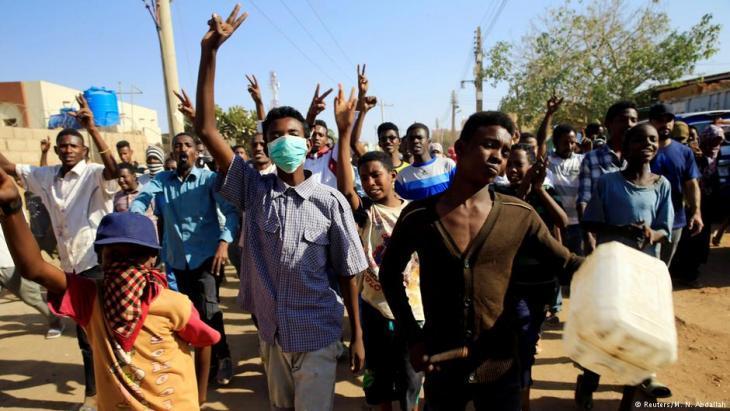 Demonstrating against President Bashir in Khartoum on 20 January 2019 (photo: Reuters)