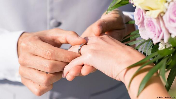 Symbolic image of a wedding ring/wedding (photo: Rido/Fotolia.com)