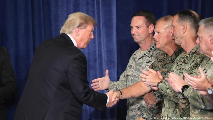U.S. President Trump visits high-ranking members of the U.S. military in Fort Meyer, Arlington (photo: picture-alliance)