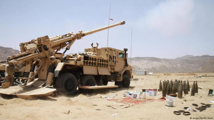 Saudis fire shells toward Yemen Saudi Arabiaʹs border guard force fires shells toward Yemen, targeting the Shia Houthi militants, on 3 June 2015, from Najran, southern Saudi Arabia (Imago/Kyodo News)