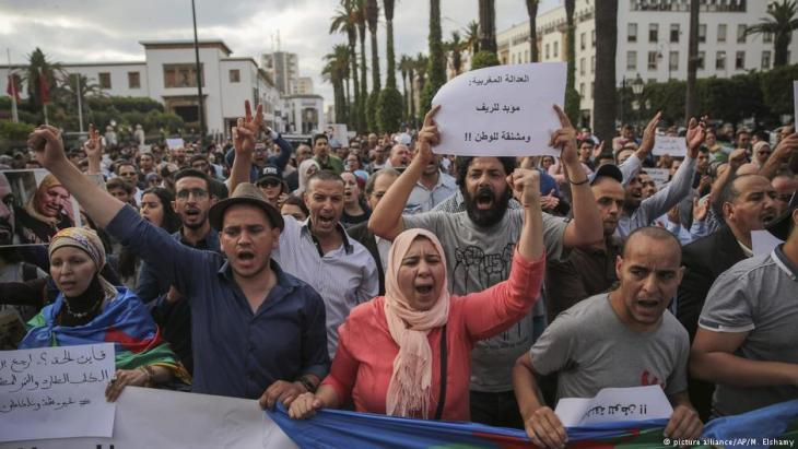Morocco – protesting the convictions of the Rif activists (photo: picture-alliance/AP)