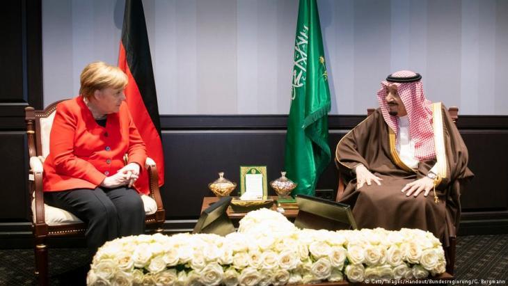 German Chancellor Angela Merkel speaks with the King of Saudi Arabia, Salman bin Abdulaziz Al Saud during the first Arab-European Summit on 25 February 2019 in Sharm El Sheikh, Egypt (photo: Getty Images/Handout/Bundesregierung/G. Bergmann)