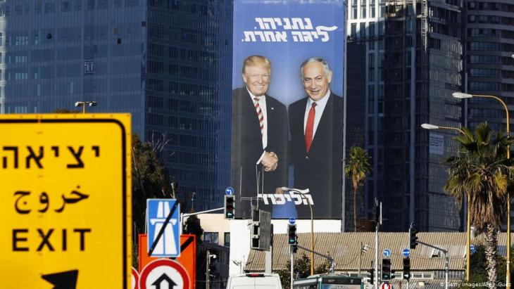 Election poster in Tel Aviv showing Israel′s prime minister Benjamin Netanyahu shaking hands with Donald Trump (photo: Getty Images/AFP)