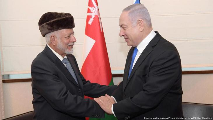 Israeli Prime Minister Benjamin Netanyahu greets Yusuf bin Alawi, Omanʹs foreign minister at an international conference devoted to peace and security in the Middle East organised by Poland and the USA on 13.02.2019 (photo: picture-alliance/dpa/Prime Minister of Israel/A. Ben Gershom)