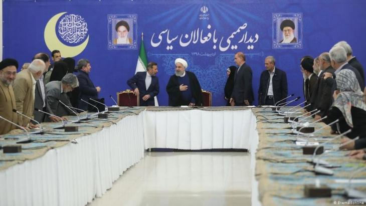Iranʹs President Rouhani meets representatives of the countryʹs political elite in Tehran (photo: Eternadonline)