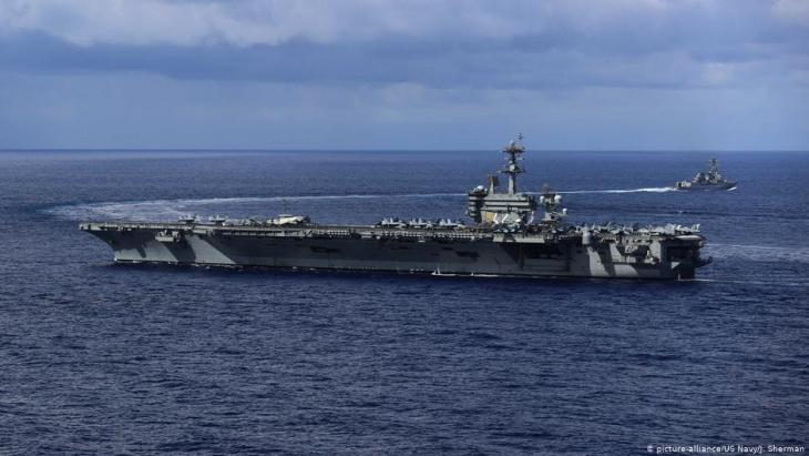 USS Abraham Lincoln (photo: picture-alliance/U.S. Navy/J. Sherman)