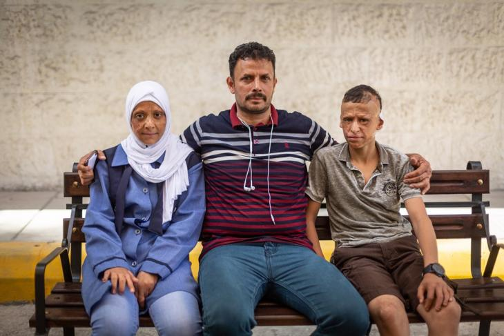 11-year-old Redha and 12-year-old Wessam together with their father Hasan outside Al-Mowasah Hospital in Amman (photo: Philipp Breu)