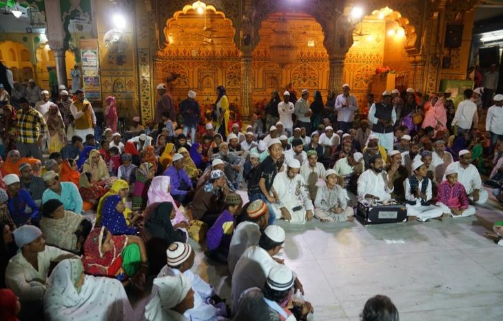 Indian worshippers at the shrine in Ajmer (photo: Marian Brehmer)