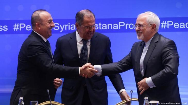 2018 hatten sich die Außenminister MIn 2018 foreign ministers Mevlut Cavusoglu (Turkey, left), Sergej Lavrov (Russia, centre) and Javad Zarif (Iran) reached an agreement on Idlibevlut Cavusoglu (Türkei, l.), Sergej Lawrow (Russland, M.) und Javad Zarif (Iran) auf das Abkommen zu Idlib verständigt