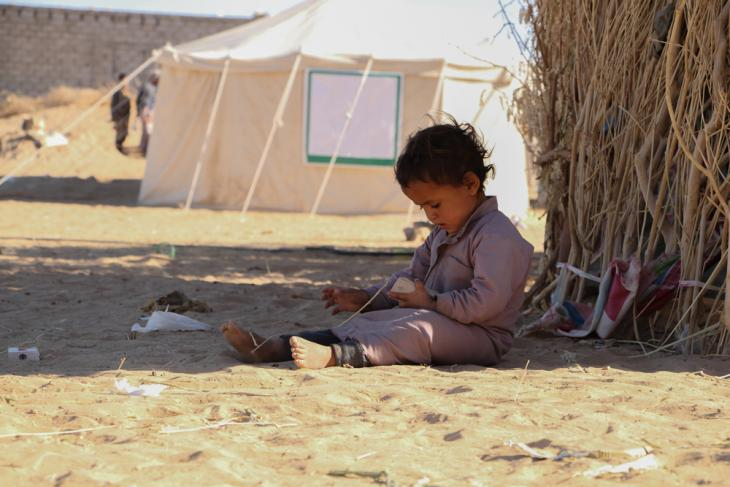 A little boy playing alone by his family's tent (Ahmed Nagi)