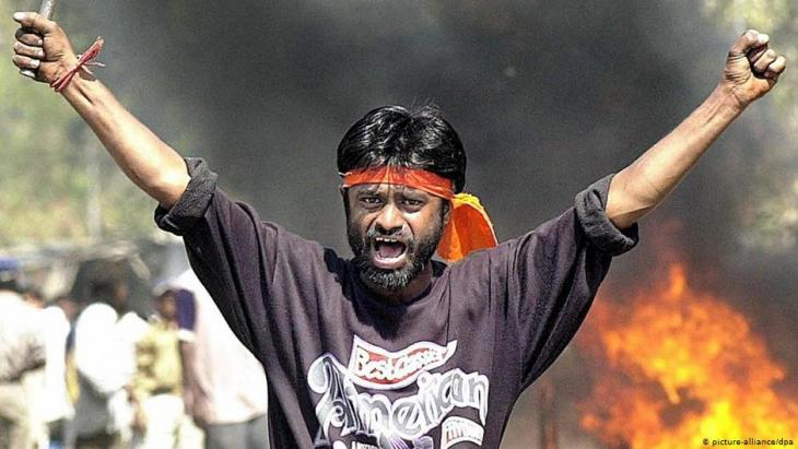 Hindu fanatic during anti-Muslim demonstrations in Sahapur on 28 February 2002 (photo: picture-alliance/dpa)