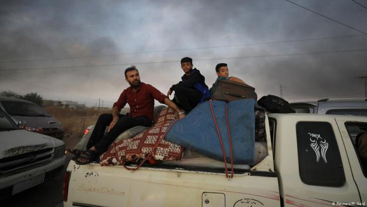 Kurds flee Ras al-Ain and Tel Abjad in pick-ups and trucks (photo: Reuters/R. Said)