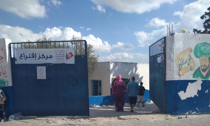 Voters trickle into a polling station in El Mourouj, outside Tunis (photo: Alessandra Bajec)