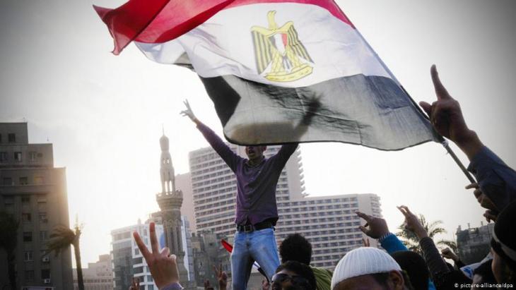 Protests against Hosni Mubarak on Tahrir Square in Cairo, 2011 (photo: picture-alliance/dpa)