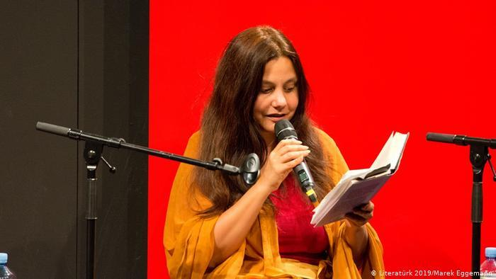 "Mithu M. Sanyal reads her essay ""Zuhause"" at the Literaturk Festival in Essen (photo: Literaturk 2019/Marek Eggemann)"