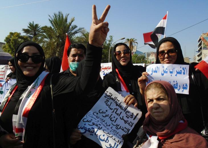 Iraqi teachers demonstrate on Tahrir Square in Baghdad (photo: Birgit Svensson)