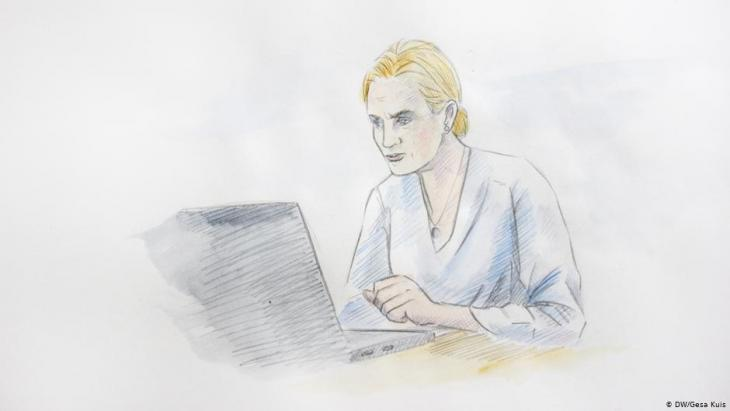 Illustratioin: Woman with concerned facial expression looking at her laptop (DW/Gesa Kuis)