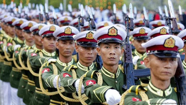 Armed forces in Myanmar parade to celebrate the country's independence (photo: picture-alliance/Zumapress)