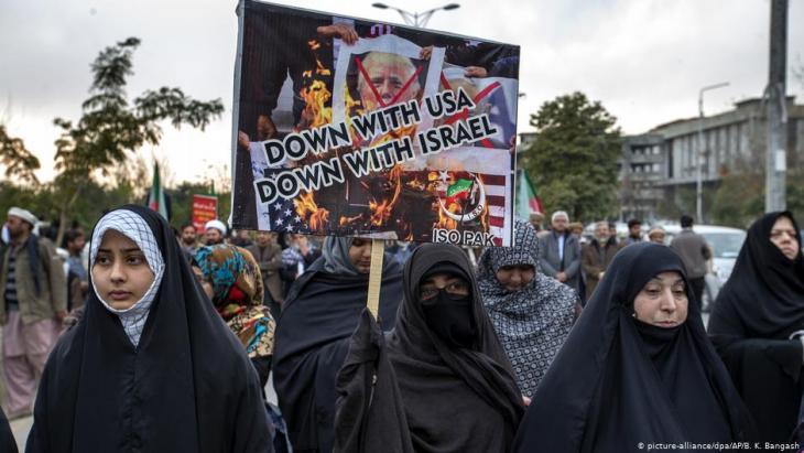 Anti-U.S. protests in Islamabad, Pakistan, following drone attack on Qassem Soleimani (picture-alliance/dpa/AP/B. K. Bangash)