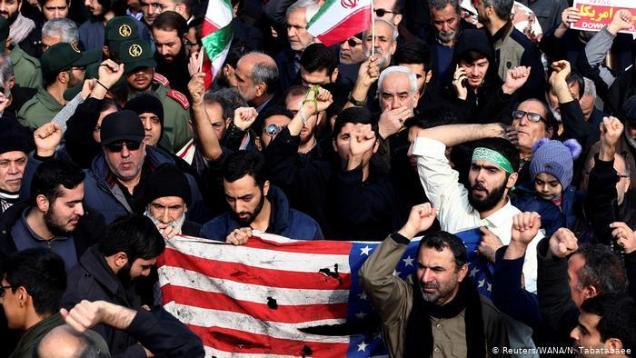 Demonstrators in Iran protest against the assassination of General Qassem Soleimani (photo: Reuters/WANA/N. Tabatabaee)