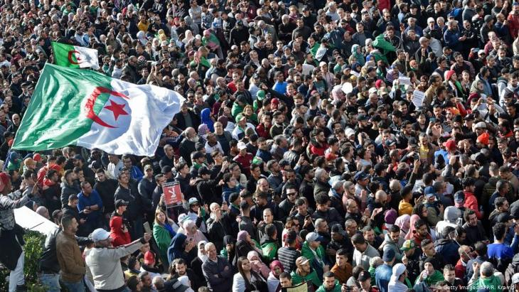 Anti-government protests in the Algerian capital Algiers on 1 December 2019 (photo: AFP/Getty Im-ages/Ryad Kramdi)