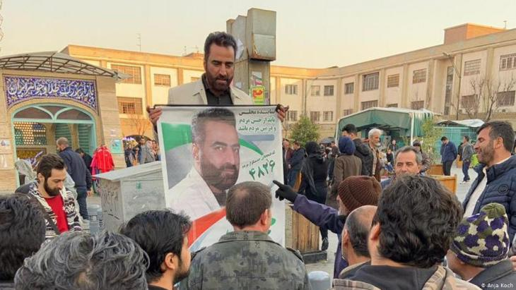 Parliamentary candidate Mohammed Rostami on the campaign trail, poster in hand (photo: Anja Koch)