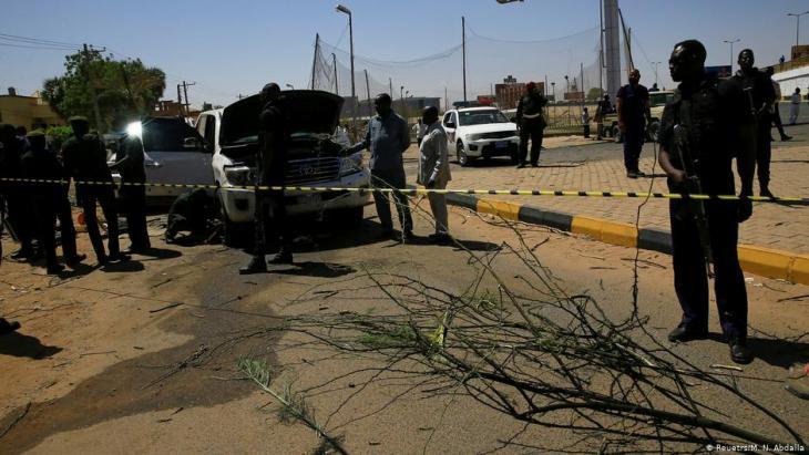 Attack on Prime Minister Abdalla Hamdok in Khartoum on 9 March 2020 (photo: Reuters/N. Abdalla)