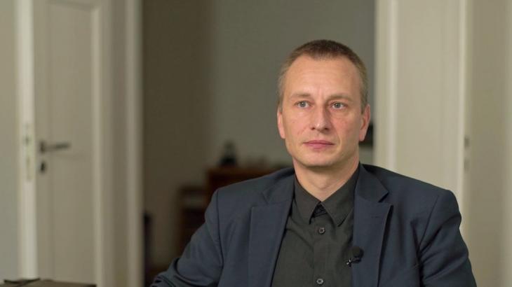 Tom Kirschey, Naturschutzbund Deutschland – NABU (source: ARD/Panorama)