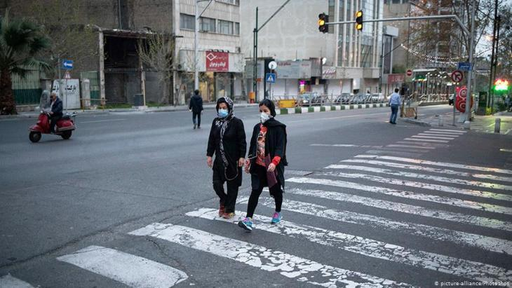 An empty street in Tehran, the capital of Iran (photo: picture-alliance/Photoshot)