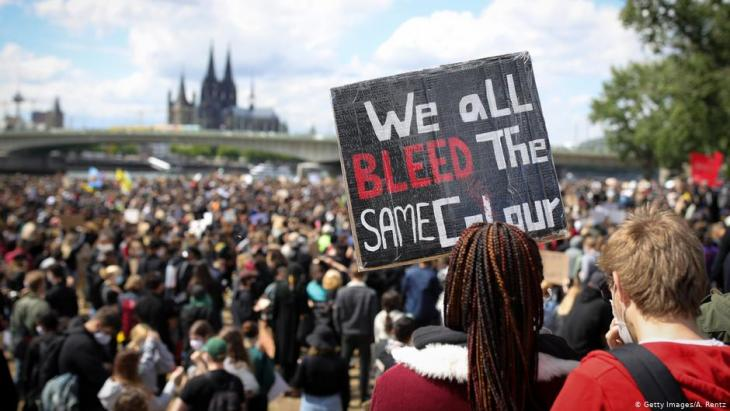 Black Lives Matter protest on the banks of the Rhine in Cologne, Germany (photo: Getty Images/A. Rentz)