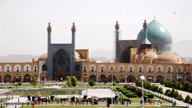 Meidan-e Imam square in Isfahan with the Imam mosque (photo: picture-alliance/dpa)