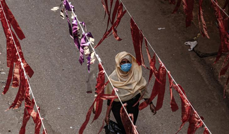 A woman walking through Cairo's Al Malek district (photo: dpa/Lobna Tarek)