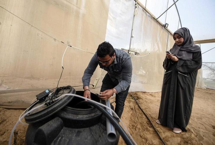 Safiyya and Azem Abu Daqqa in their greenhouse in the Gaza strip (photo: Afaq)