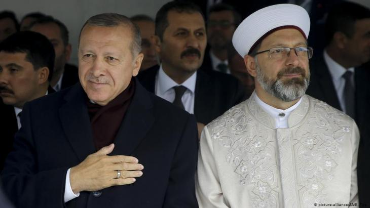 Turkish President Recep Tayyip Erdogan (left) and head of the Diyanet, Ali Erbaş (photo: picture-alliance/AA/E. Top)