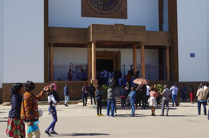 Migrants outside the Catholic Cathedral of St Peter in Rabat (photo: Claudia Mende)
