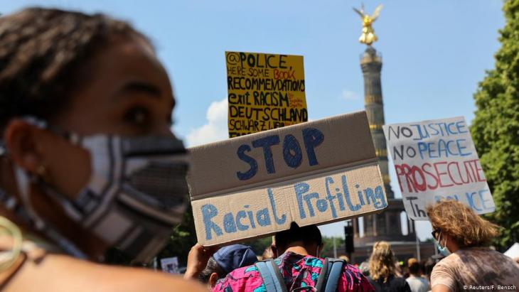 Black Lives Matter demonstration in front of the Victory Column in Berlin, 27.06.2020 (photo: Reuters/Fabrizio Bensch)