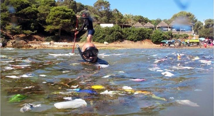 Based in Tipaza, the environmental association HOME cleans up the Algerian coastline – here at Corne d'Or (photo: Samia Balistrou)