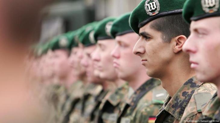 German soldiers on parade (photo: Bundeswehr/Sebastian Wilke)