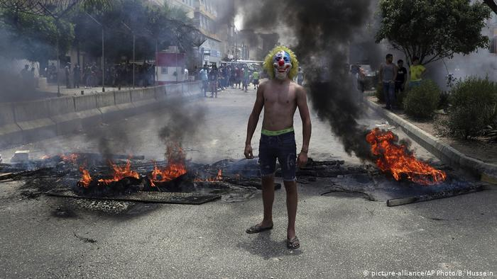 Clown in Beirut (photo: picture-alliance/AP Photo/B. Hussein)